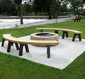Model P-250C | Four Recycled Plastic Mesa Curved Benches