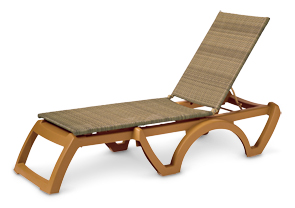 Model US465208 | Java Wicker Chaise Lounges (Honey Wicker/Teakwood Frame)